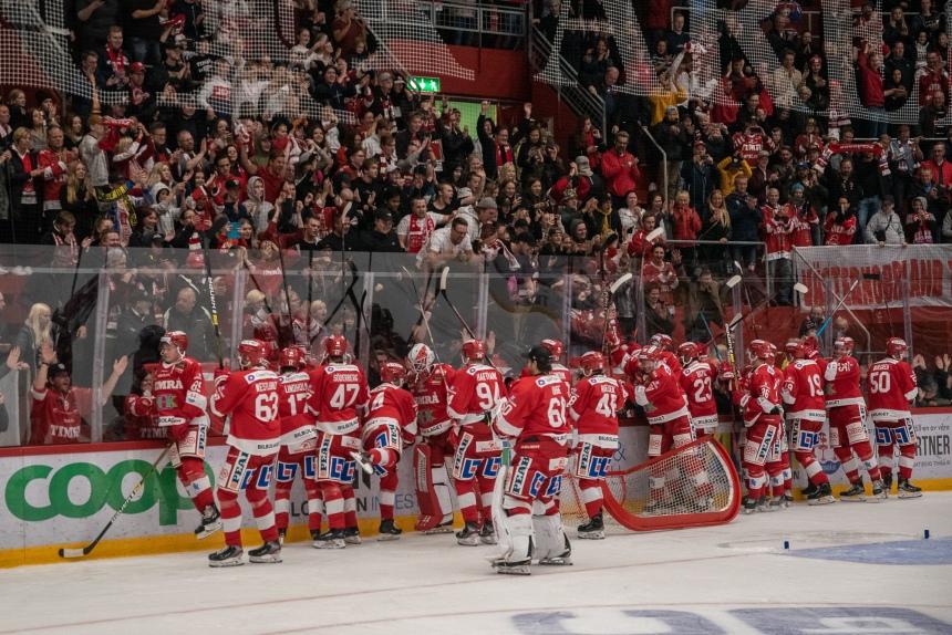 39 Timrå IK - Modo Hockey Västra stå publik fira